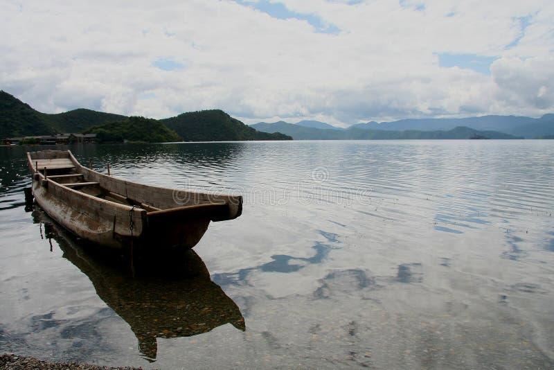 Озеро Lugu, Lijiang, Юньнань, Китай стоковые изображения