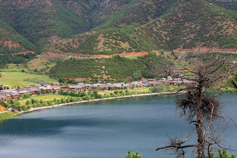 Озеро Lugu, Lijiang, Юньнань, Китай стоковые фотографии rf