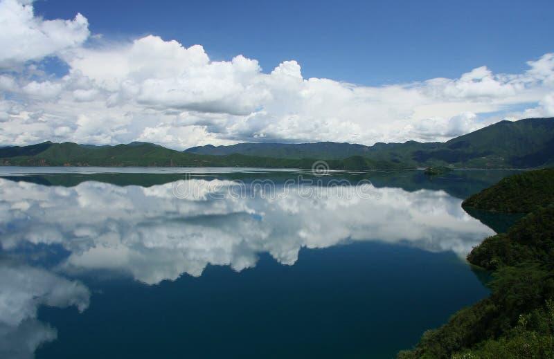 Озеро Lugu, Lijiang, Юньнань, Китай стоковые изображения rf