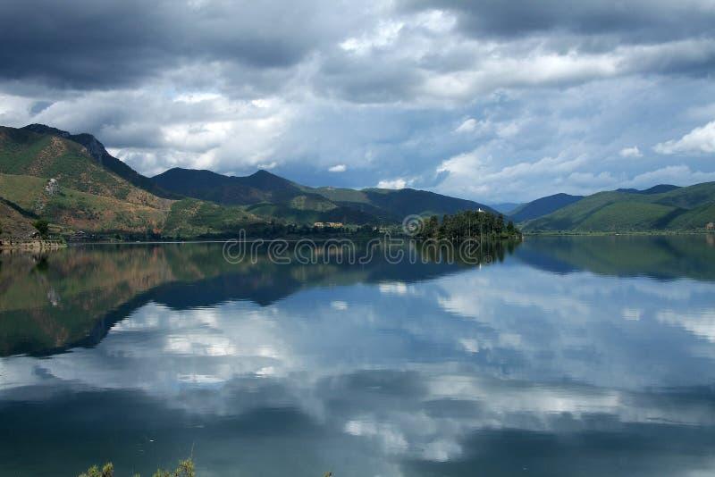 Озеро Lugu, Lijiang, Юньнань, Китай стоковая фотография rf