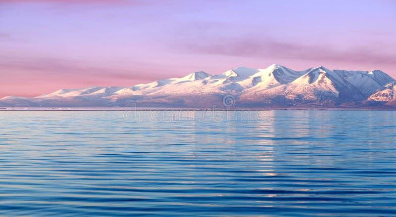 Озеро Manasarovar на восходе солнца в западном Тибете стоковое фото rf