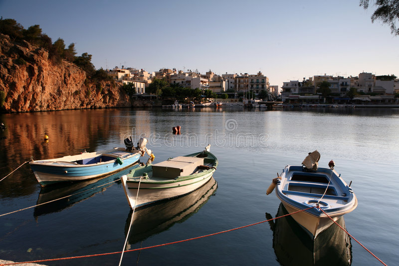 озеро nikolaos Крита шлюпки ажио стоковые фотографии rf