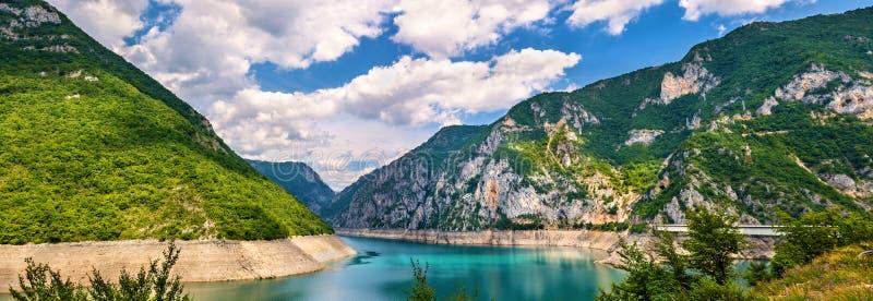 Озеро Piva (jezero Pivsko) стоковые изображения
