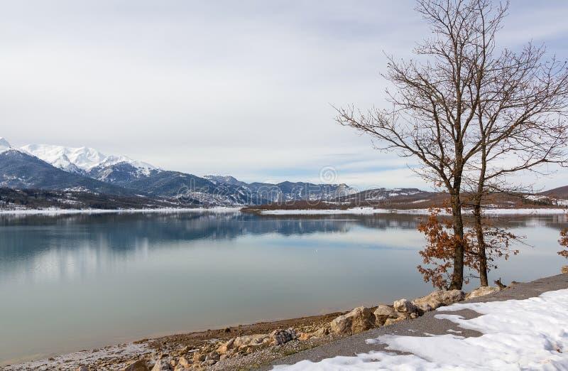 Озеро Plastiras в зиме, Thessaly, Греция стоковое фото