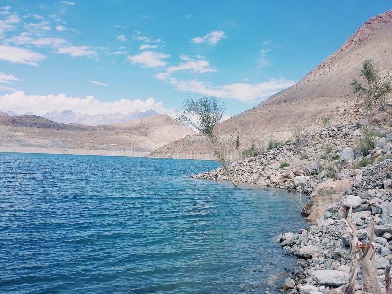 Озеро Satpara стоковые фотографии rf