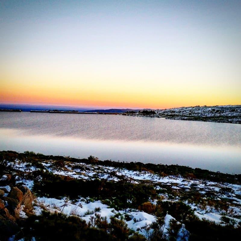 озеро Serra da Estrela захода солнца стоковая фотография rf