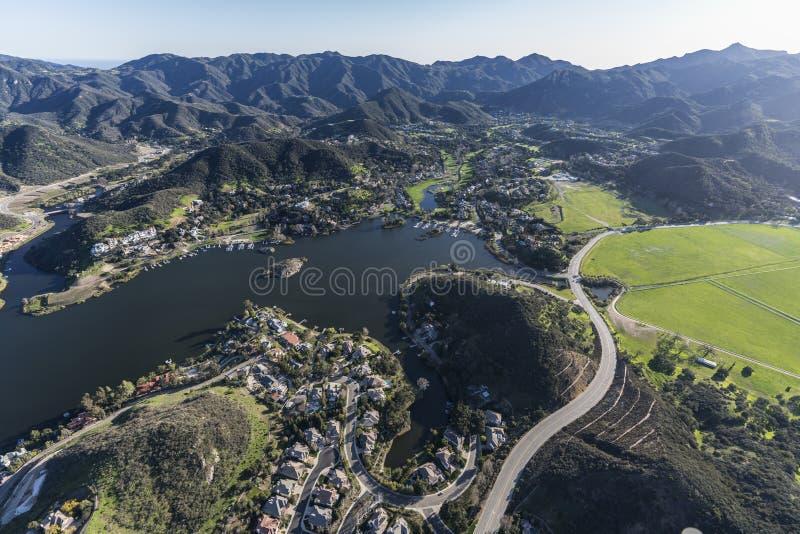 Озеро Sherwood и дорога Potrero в сценарной спрятанной долине Californi стоковые изображения