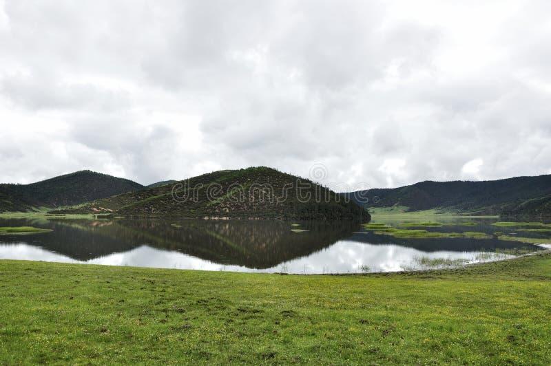 Озеро Shudu в национальном парке Pudacuo стоковая фотография rf