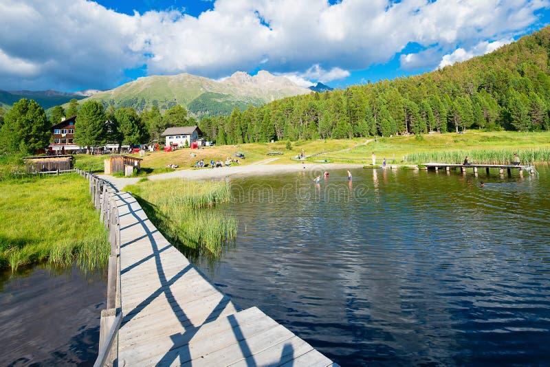 Озеро Staz в долине Engadine около Sankt Морица стоковое фото