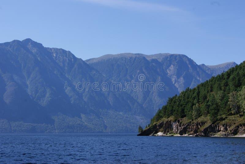 Озеро Teletskoe стоковое изображение rf