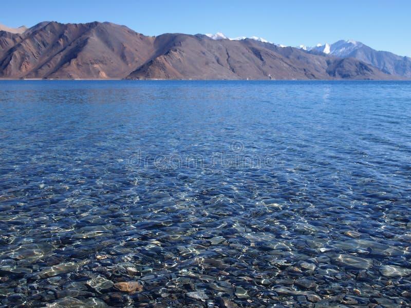 Озеро Tso Pangong, озеро большой возвышенности endorheic в Ladakh, тибетском плато стоковая фотография rf