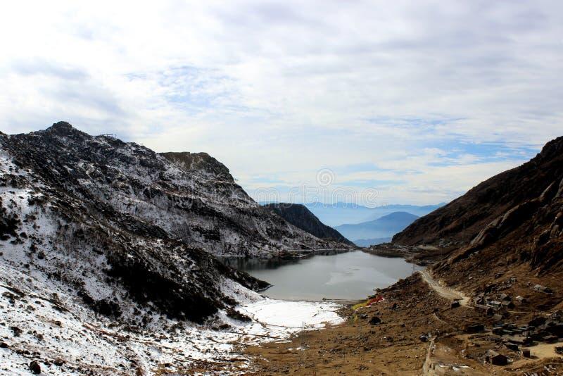 Озеро Tsomgo или озеро Changu в утре стоковое изображение