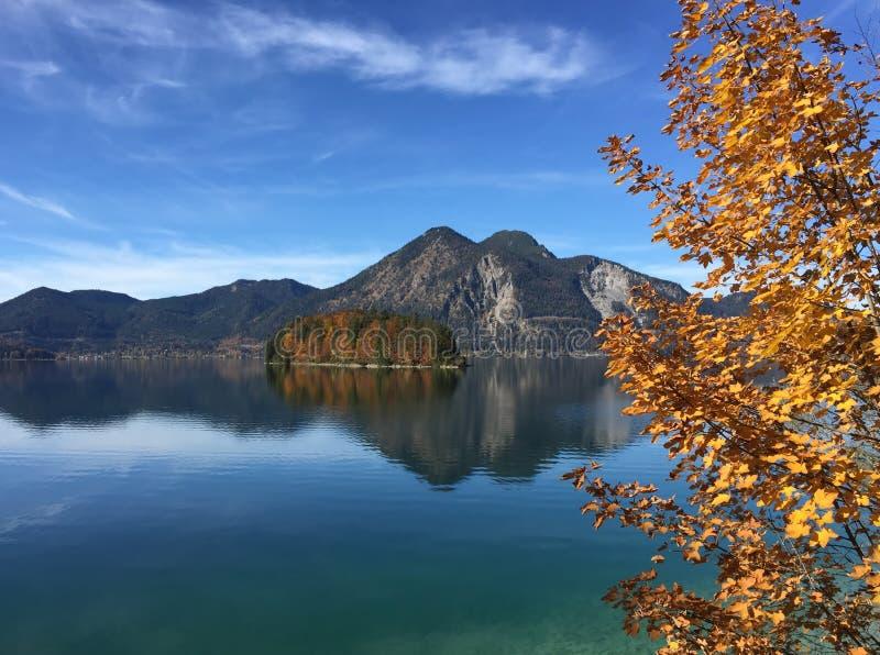 Озеро Walchensee в осени стоковые фото