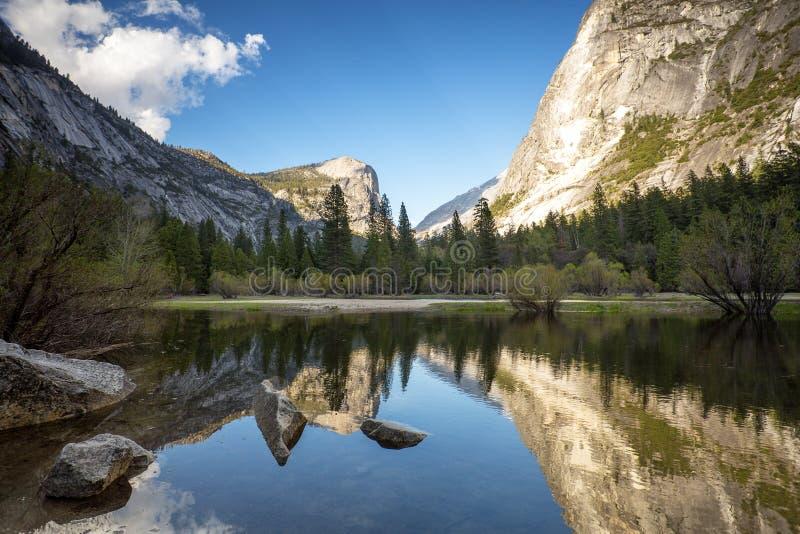 Озеро Yosemite зеркал стоковое фото