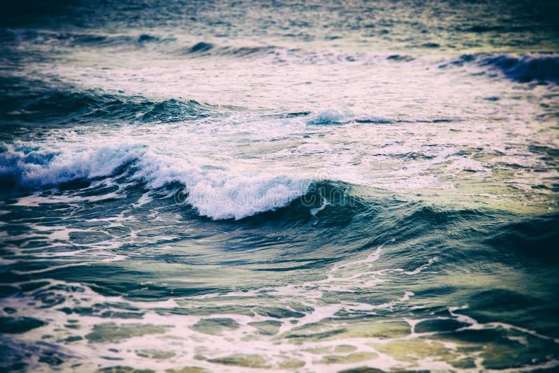 Океанская волна моря с изображением крупного плана пены с ретро тонизировать, abstra стоковая фотография rf