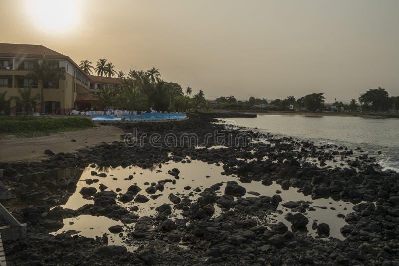 Океанский бассейн на тропическом острове Sao Tome стоковое фото rf