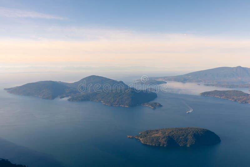 Океан и острова горного вида обозревая с Ванкувера, Канады стоковые фотографии rf