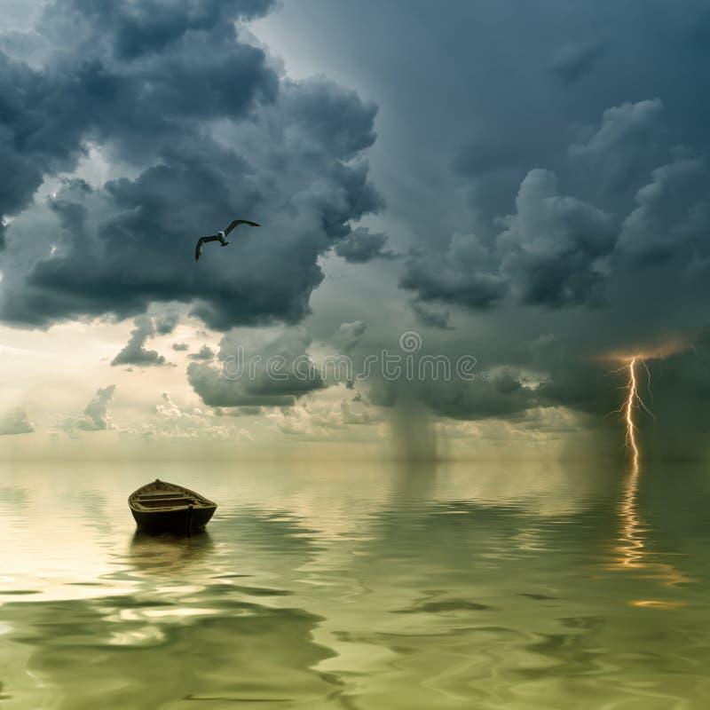океан шлюпки сиротливый старый стоковые фотографии rf