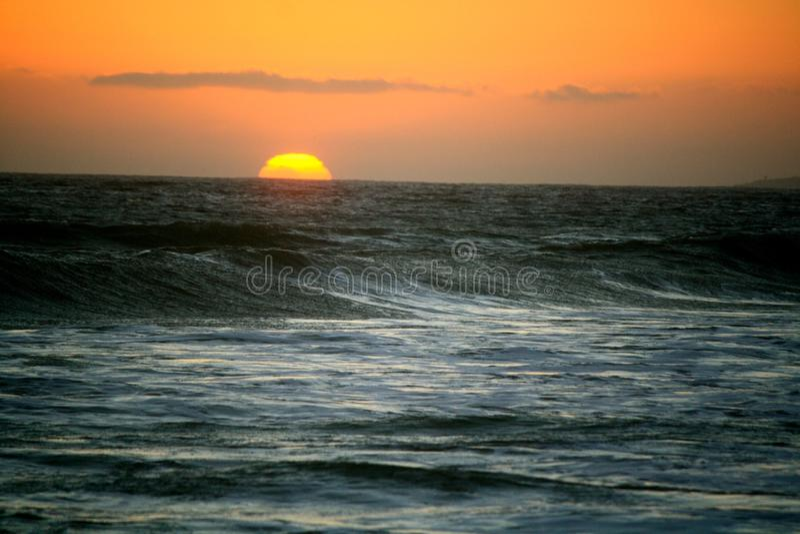 океан 3d представляет заход солнца стоковое изображение
