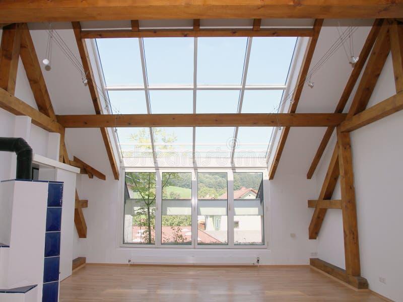 окна неба просторной квартиры светов стоковые изображения