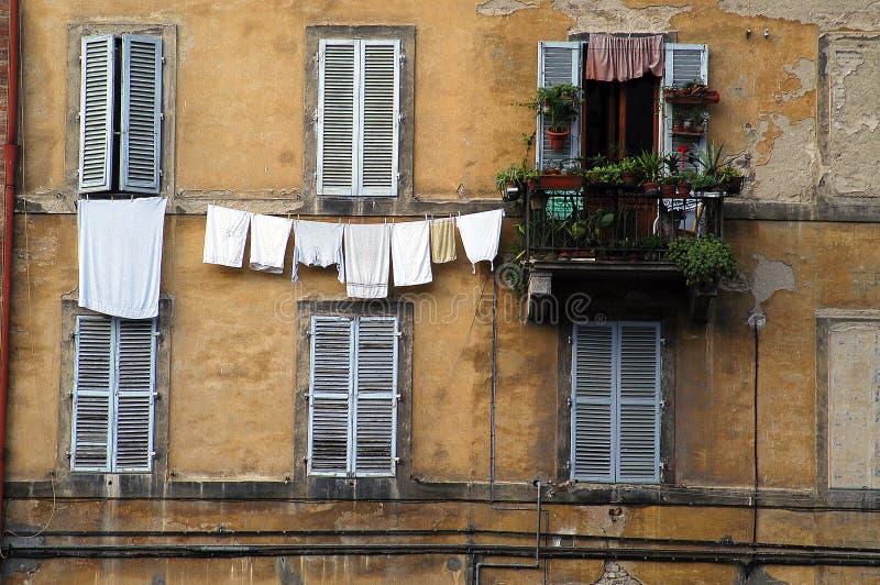 окна siena прачечного Италии стоковое изображение