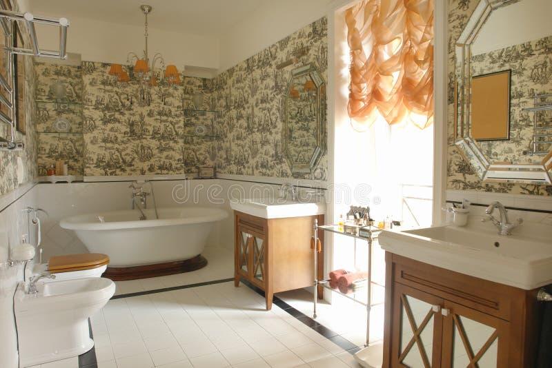 окно ванной комнаты стоковые изображения