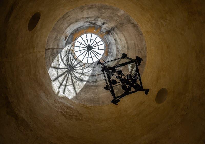 Окно в крыше в исторической мельнице мозоли в Queretaro Мексике стоковое изображение rf