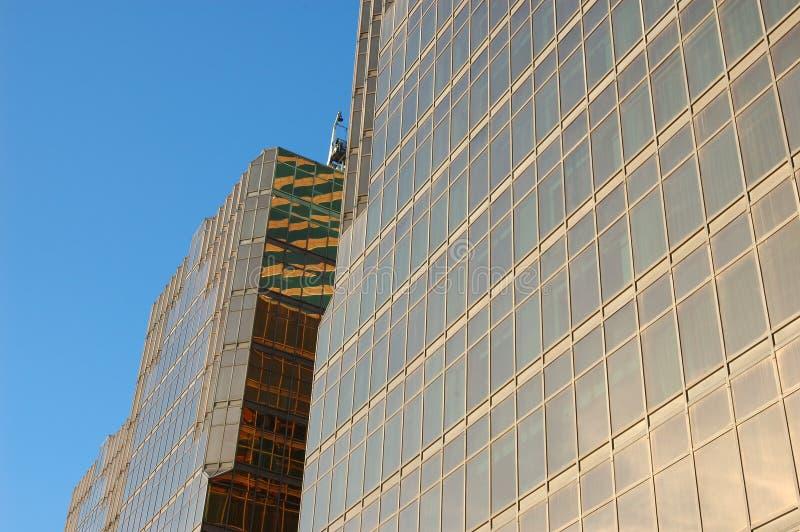 окно дела здания стеклянное золотистое стоковое фото