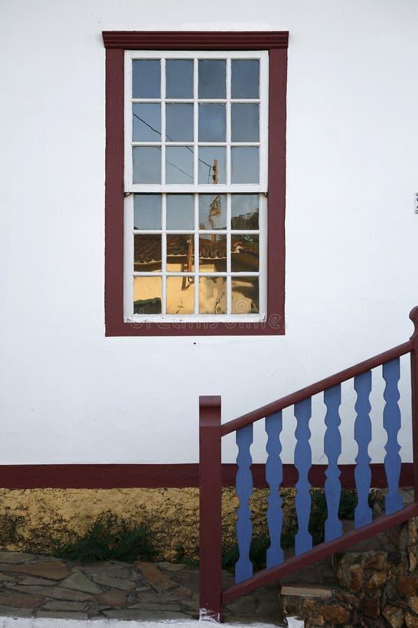 Окно и лестница стоковые фотографии rf