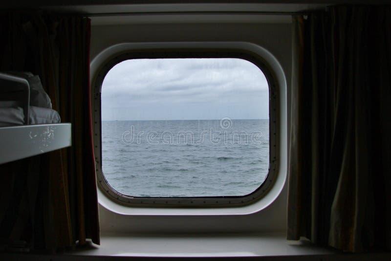 Окно кабины корабля стоковое фото rf