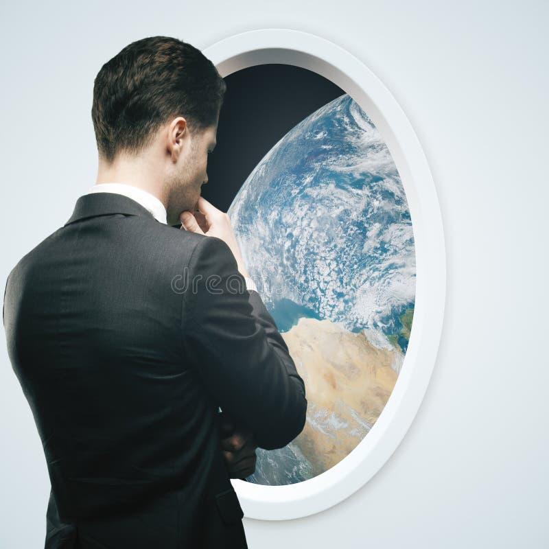 Окно космического корабля бизнесмена и света стоковая фотография rf
