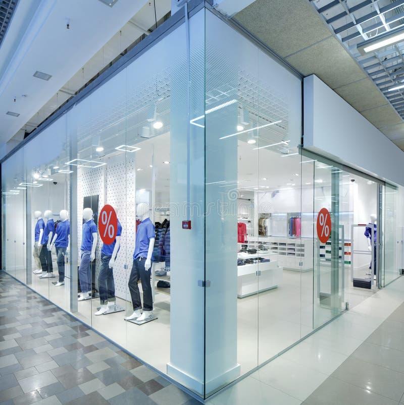 Download Окно красивого европейского магазина Стоковое Фото - изображение насчитывающей зодчества, конструкция: 40575592