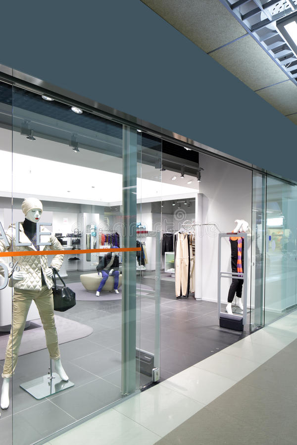 Download Окно красивого европейского магазина Стоковое Изображение - изображение насчитывающей щедрот, вход: 40575713