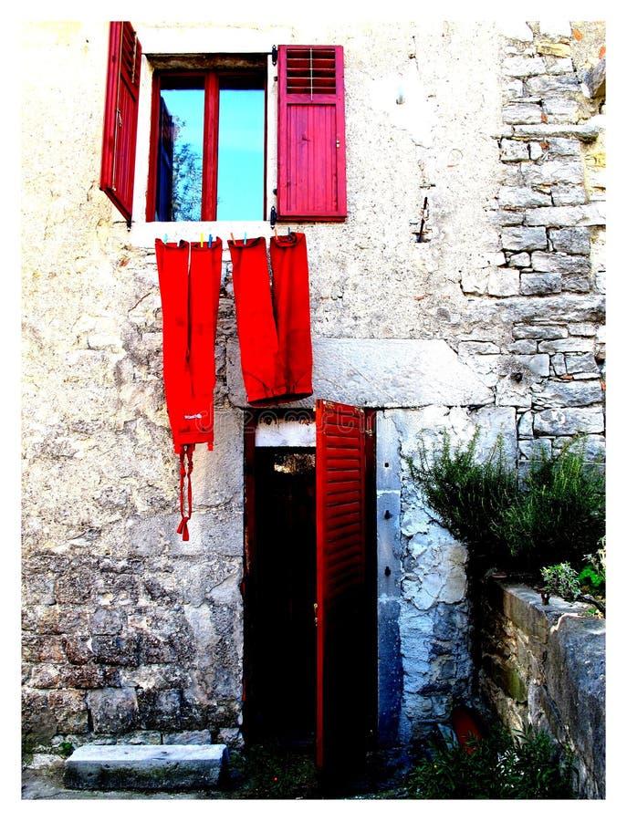 Окно красного цвета Хорватии стоковые фотографии rf