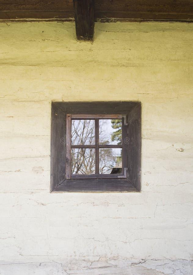 Окно к небу стоковая фотография