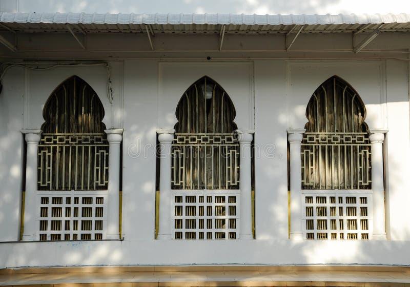 Окно мечети Alwi в Kangar стоковая фотография