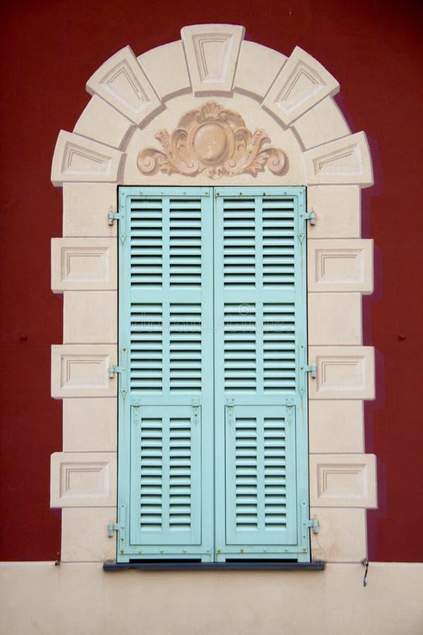 Окно на музее, Musee Henri Matisse стоковые фотографии rf