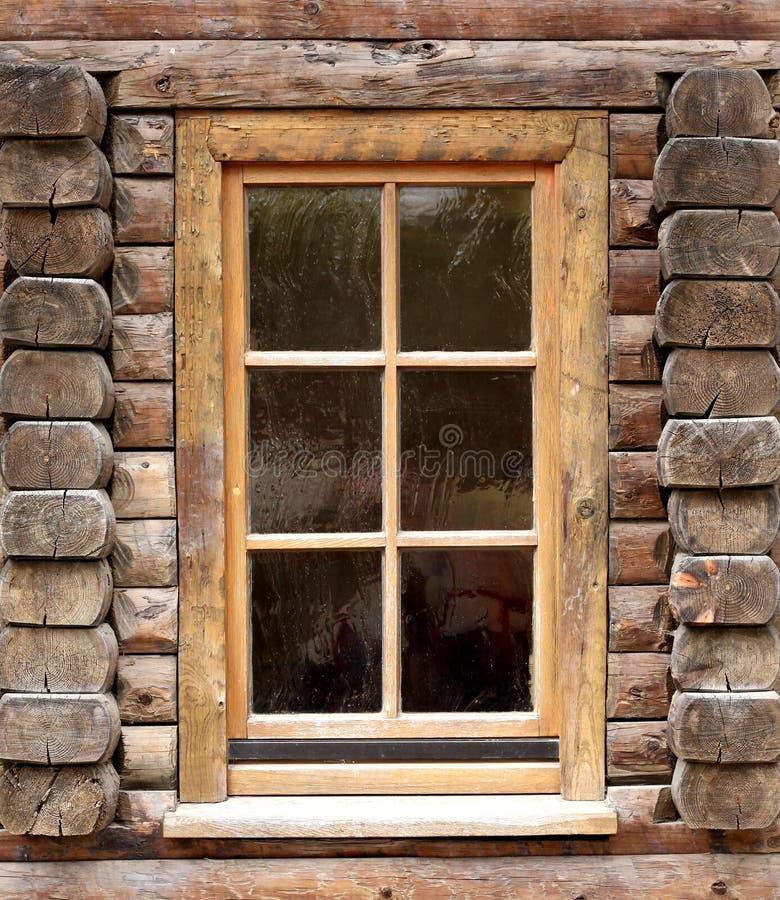 Окно на старом деревянном здании стоковое фото rf
