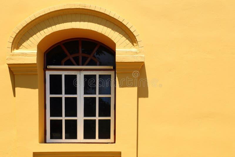 Окно на стене стоковое фото