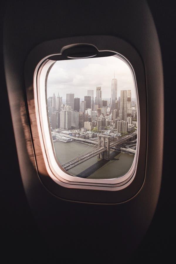 Окно Нью-Йорк самолета стоковое изображение rf
