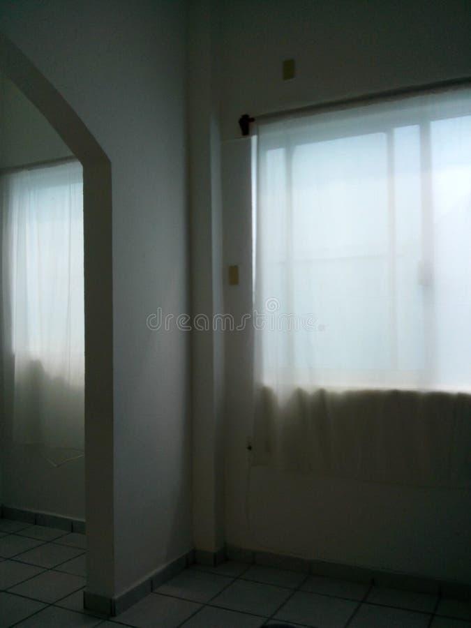 Окно офиса с задним светом стоковые фотографии rf