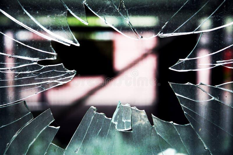 окно разрушенное стеклом стоковая фотография rf
