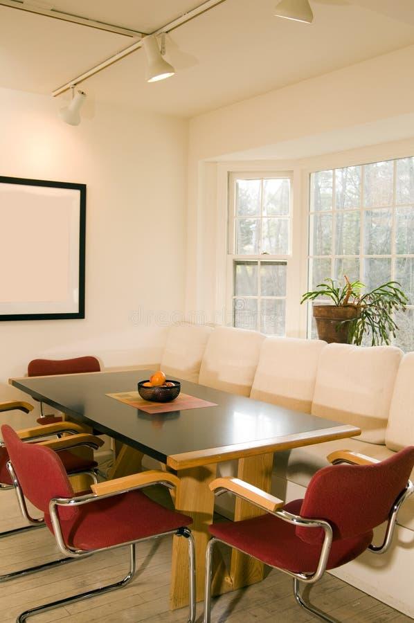 окно столовой залива современное стоковое изображение rf