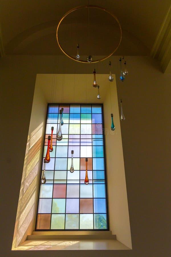 Окно с кристаллами стоковые изображения