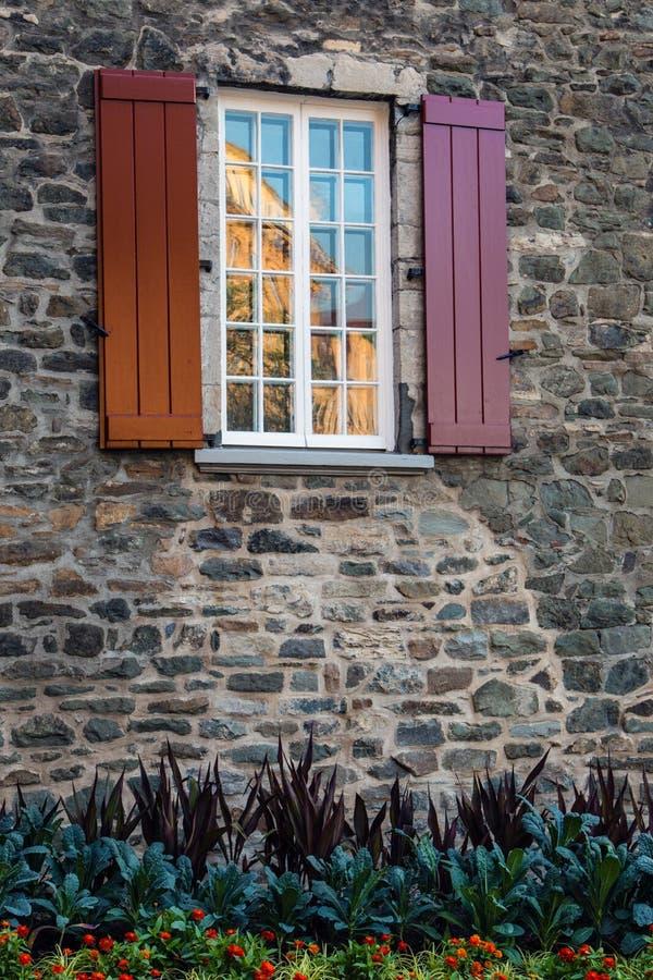 Окно с штарками. стоковые фото