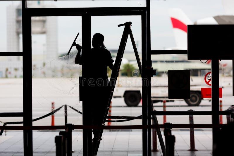 окно фокуса чистки стеклянное поверхностное стоковые изображения rf