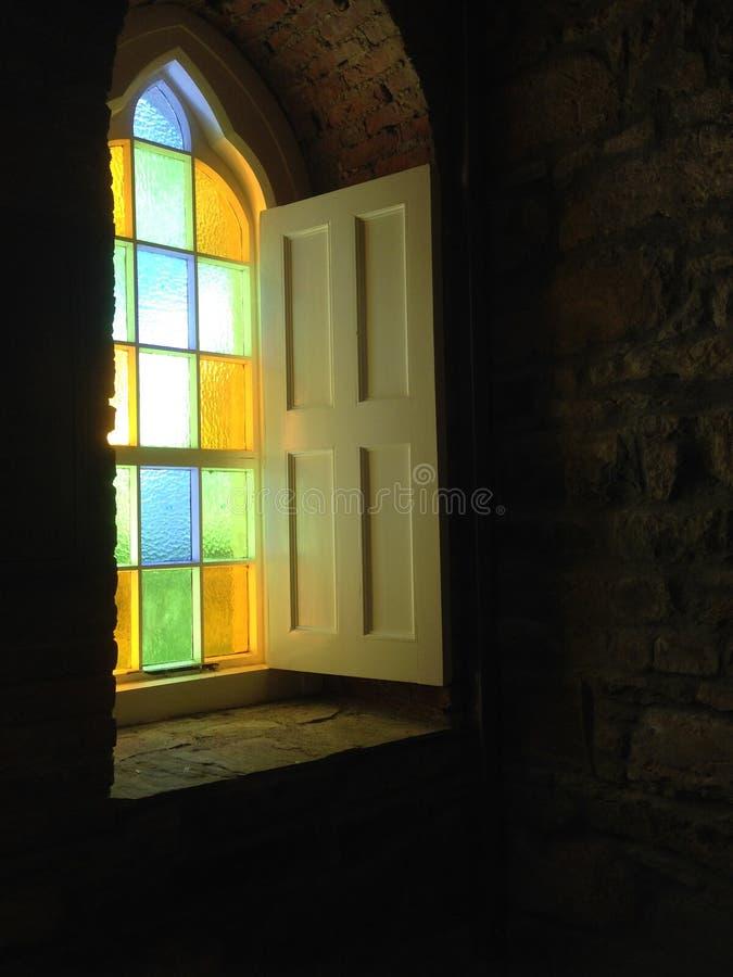 окно церков запятнанное стеклом стоковое изображение rf
