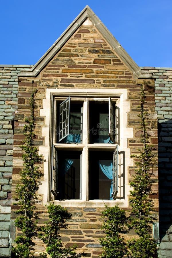 окно чердака стоковые фото