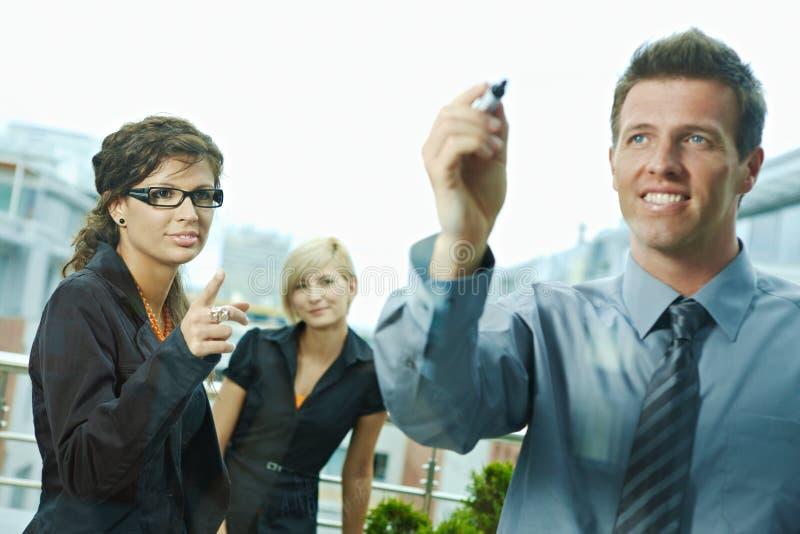 окно чертежа бизнесмена стоковая фотография rf