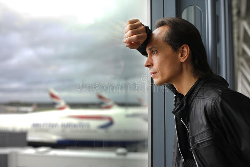 окно человека заботливое стоковое фото rf